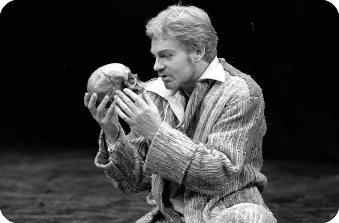 hamlet soliloquy Hamlet—son of the late king and nephew of the present king, claudius claudius—king of denmark, hamlet's uncle and brother to the former king gertrude—queen of denmark and hamlet's mother.